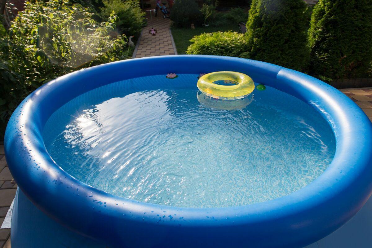 Dalle De Protection Piscine le terrassement pour une piscine hors-sol - guide-piscine.fr