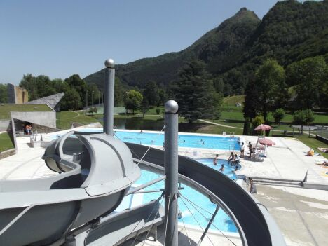 "Le toboggan aquatique de la piscine à Arrens-Marsous<span class=""normal italic petit"">DR</span>"