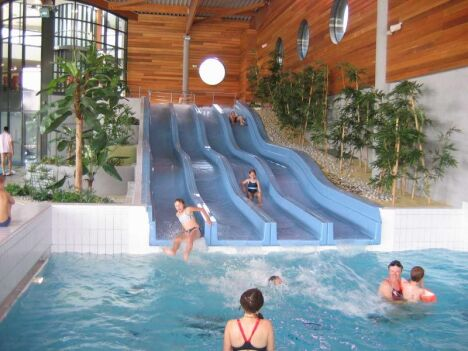 """Le toboggan aquatique de la piscine Aqua'reL à Lons le Saunier<span class=""""normal italic petit"""">DR</span>"""