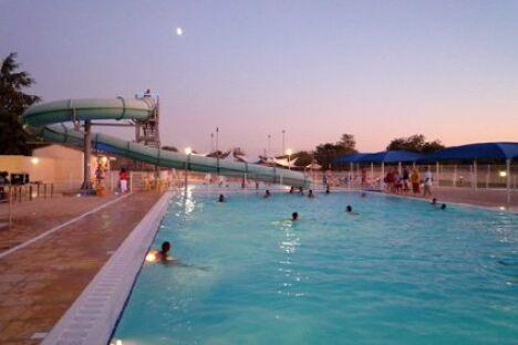 """Le toboggan aquatique de la piscine municipale à Mejannes le Clap<span class=""""normal italic petit"""">DR</span>"""