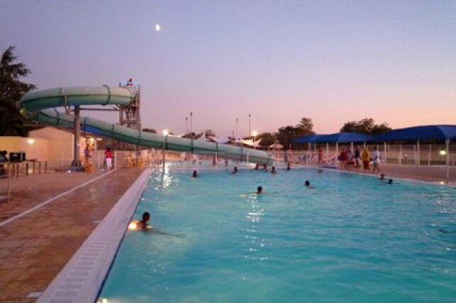 Le toboggan aquatique de la piscine municipale à Mejannes le Clap