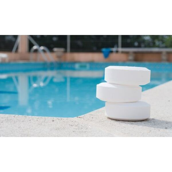 Le traitement de l 39 eau de la piscine une eau propre - Traitement eau de piscine ...