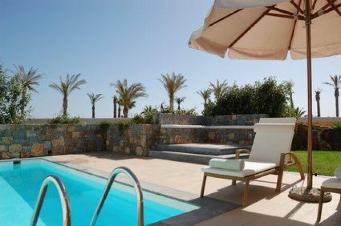"""Le transat de piscine<span class=""""normal italic petit"""">© slava296 - Fotolia.com</span>"""