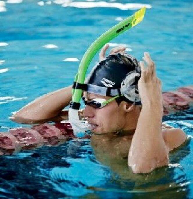 """Le tuba, un accessoire de natation pour améliorer sa position dans l'eau. <span class=""""normal italic petit"""">© Arena</span>"""