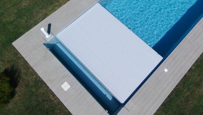 Le volet de piscine immergé Zita.