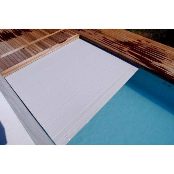 Le volet lectrique de piscine une couverture de piscine for Enrouleur couverture piscine electrique