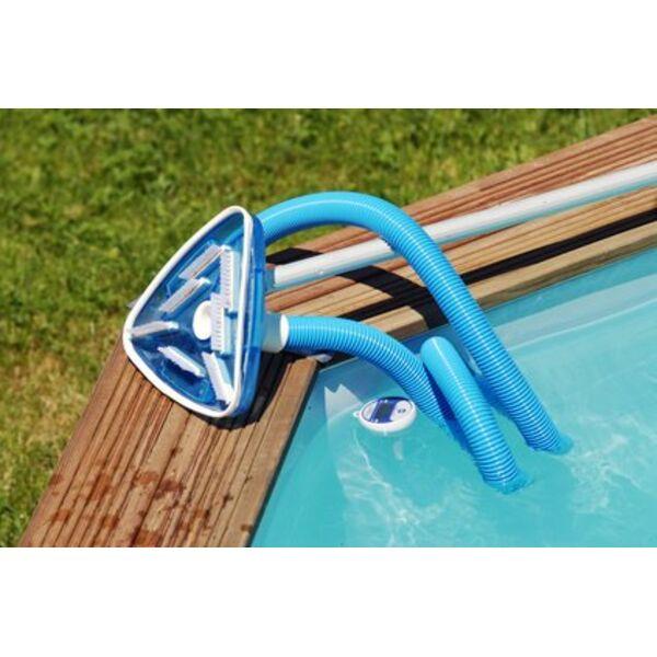 Le balai aspirateur de piscine pour nettoyer plus vite for Aspirateur rechargeable pour piscine