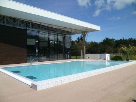 Le bassin extérieur de la piscine AquaRé à Saint Martin de Ré