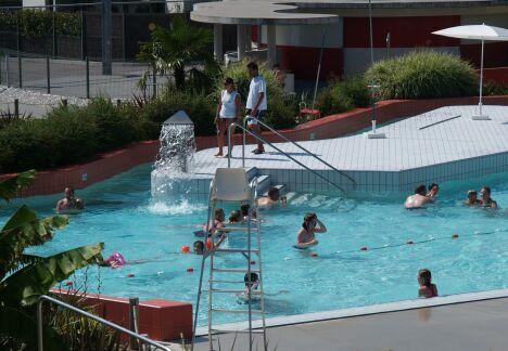 """Le bassin extérieur de la piscine Icéo à Calais.<span class=""""normal italic"""">DR</span>"""