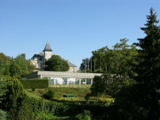 Le bâtiment de la piscine à Saint Cyr sur Loire.