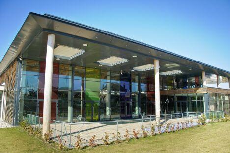 Le bâtiment du centre aqua récréatif d'Egletons