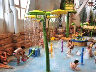 Le centre aquatique Aquariaz d'Avoriaz propose des jeux pour les enfants.