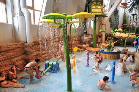 """Le centre aquatique Aquariaz d'Avoriaz propose des jeux pour les enfants.<span class=""""normal italic petit"""">© V.Dupé Avoriaz tourisme</span>"""