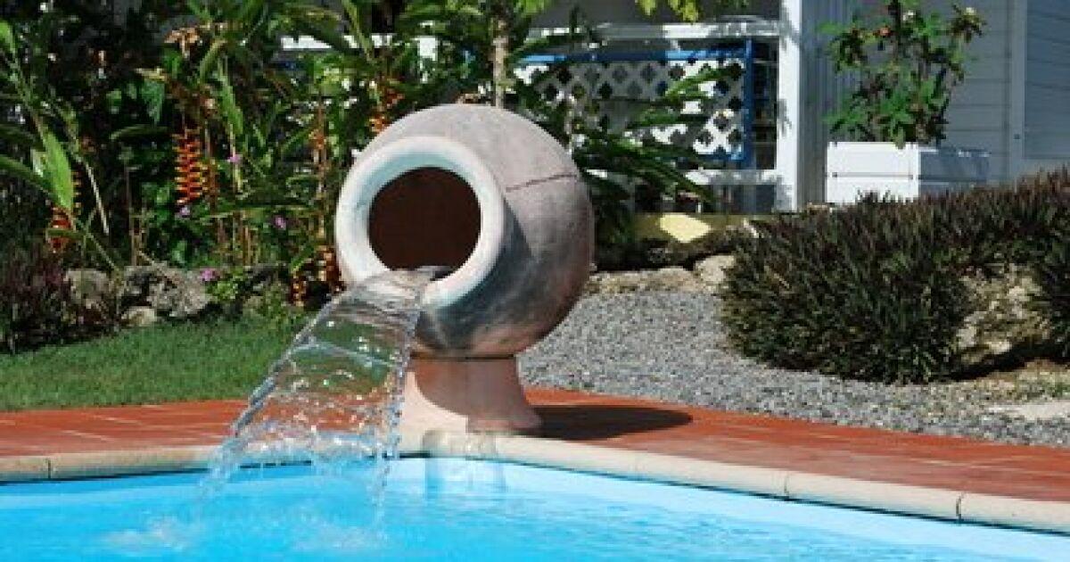 Galeries photos le contour de votre piscine - Cascade pour piscine ...