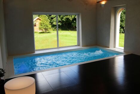 Le couloir de nage intérieur s'intègre même aux petits espaces