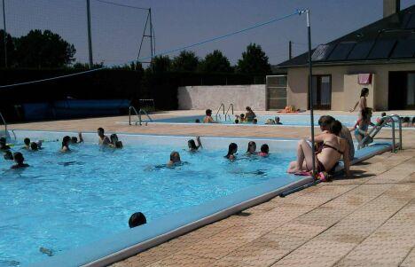 """Le grand bassin à Ste Geneviève sur Argence<span class=""""normal italic petit"""">DR</span>"""