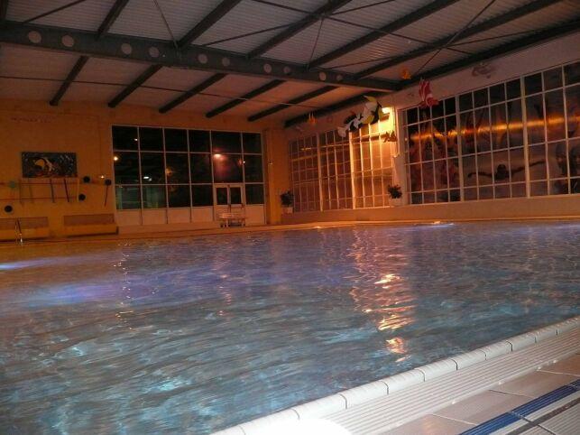 Le grand bassin couvert de la piscine des Clayes-sous-Bois