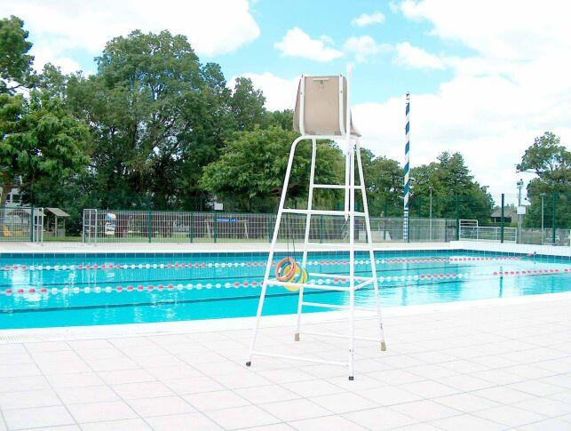 Le grand bassin de la piscine à Baignes Sainte Radegonde