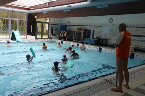 "Le grand bassin de la piscine d'Emerainville<span class=""normal italic petit"">© Myriam Tisserand photographe SAN du Val Maubuée</span>"