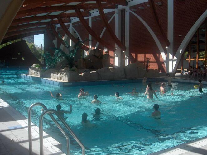 Le grand bassin de la piscine de Joigny