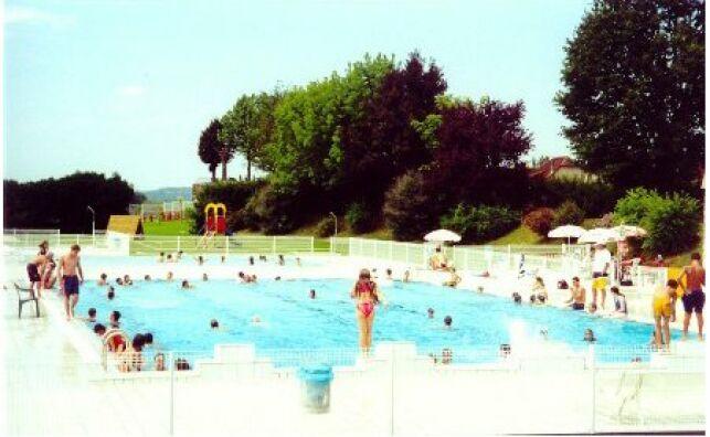 Le grand bassin de la piscine de Navarrenx