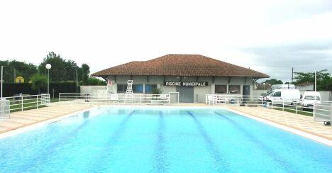Le grand bassin de la piscine de Nègrepelisse