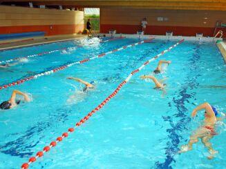 Le grand bassin de natation à la piscine d'Arques