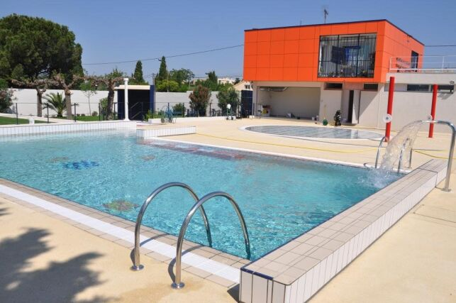 Le grand bassin du centre aquatique familial à Rognac