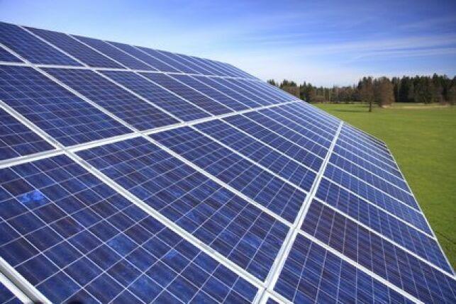 Le panneau solaire fait parti des réchauffeur solaire de piscine