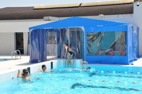 Le sas permettant l'accès direct au bassin de la piscine