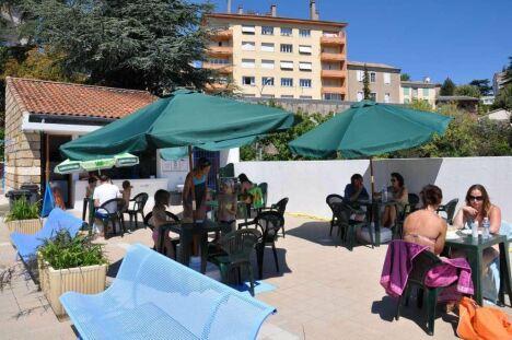 "Le snack de la piscine de Gratenas<span class=""normal italic petit"">DR</span>"