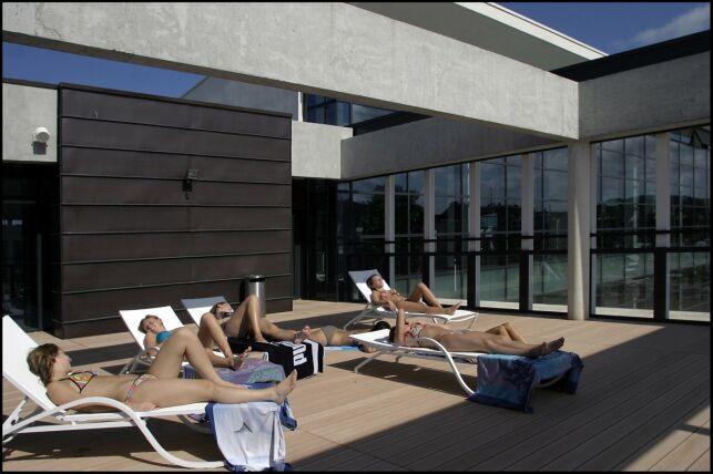 Le solarium de la piscine Chantereyne à Chebourg