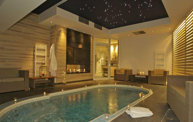 Le spa de nage Mosaïque se pratique en toutes saisons à l'intérieur © Clair Azur Spas