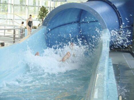 """Le toboggan de la piscine de Sainte Anne sur Brivet<span class=""""normal italic petit"""">DR</span>"""