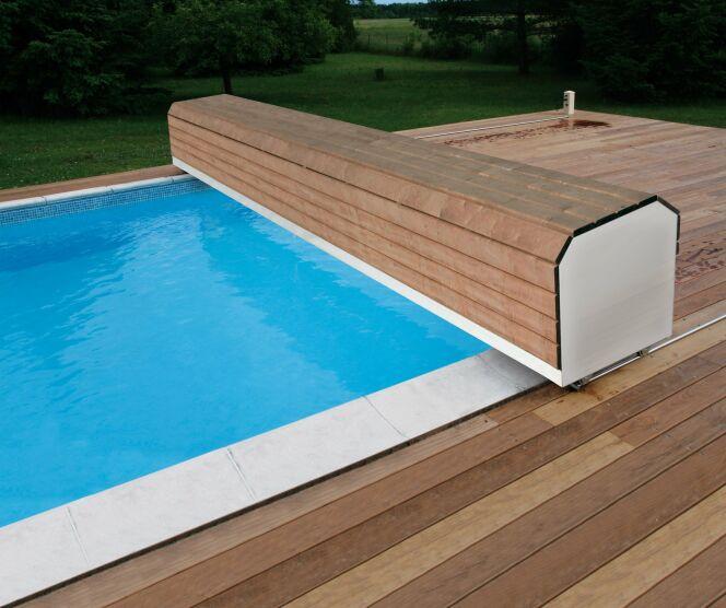 Galerie photos volets de piscine volet hors d 39 eau for Volet roulant pour piscine a debordement