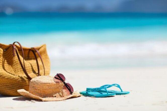 """Les 10 indispensables de votre sac de plage<span class=""""normal italic petit"""">DR</span>"""