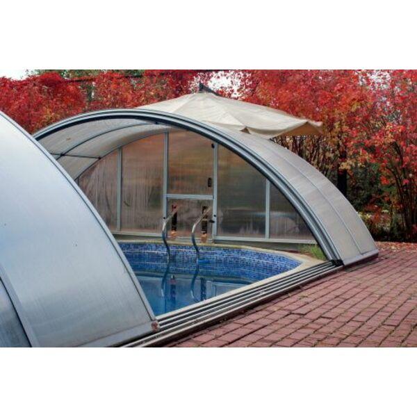 les abris de piscine avec trappe d 39 acc s. Black Bedroom Furniture Sets. Home Design Ideas