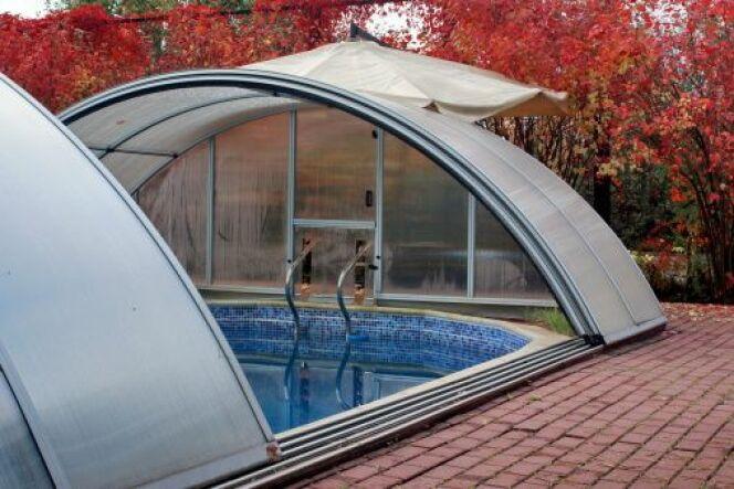 """Les abris de piscine avec trappe d'accès<span class=""""normal italic petit"""">© aruba200 -Thinkstock</span>"""