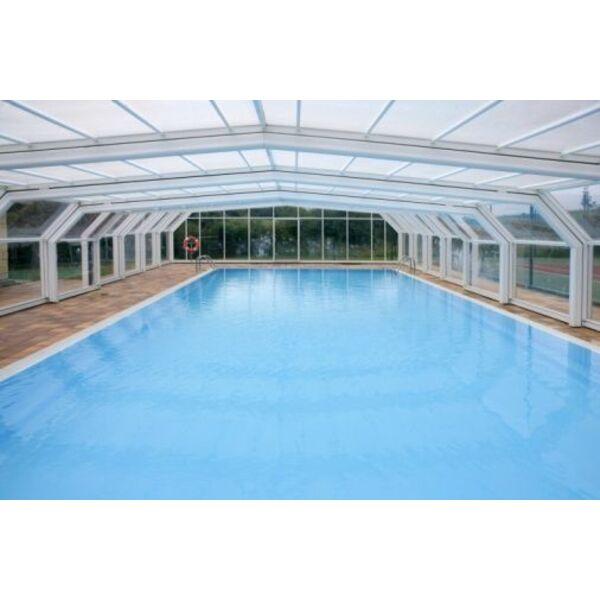 Les abris de piscine en plexiglas for Abri piscine pvc