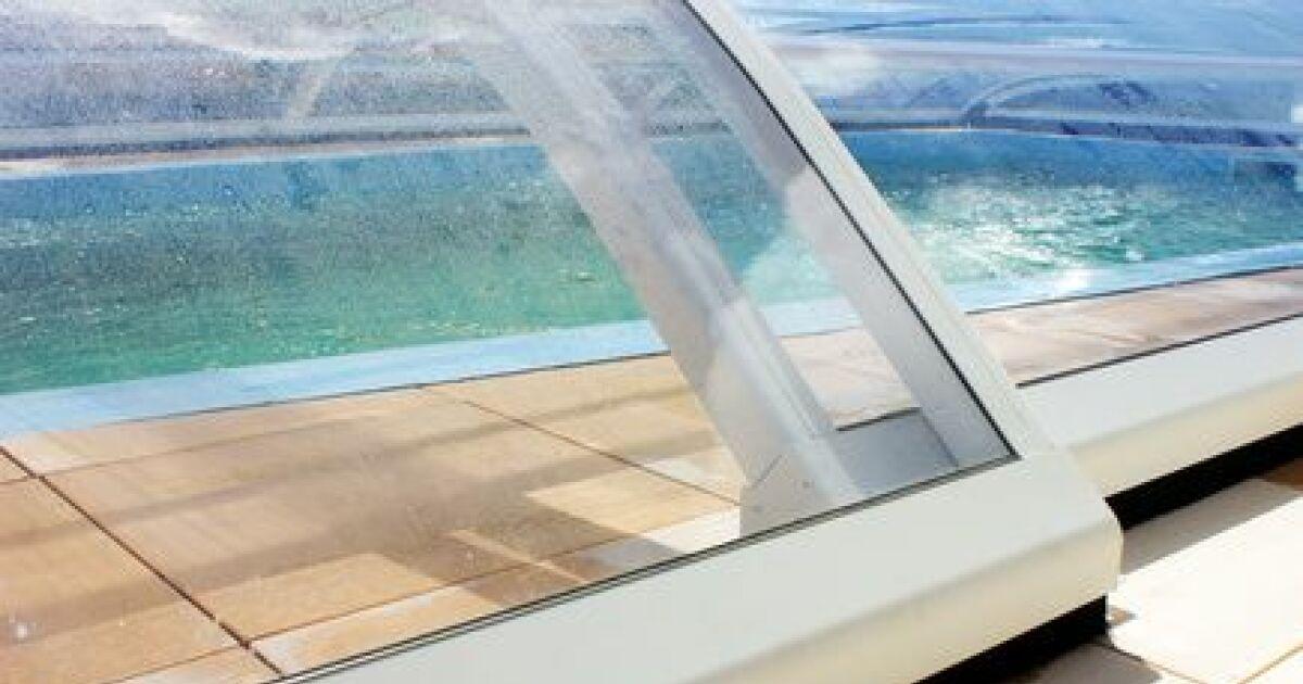 Les abris de piscine sans rail au sol for Piscine miroir fonctionnement