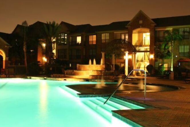 """Les ampoules LED pour piscine permettent d'économiser de l'électricité.<span class=""""normal italic petit"""">© kat-co - Thinkstock</span>"""
