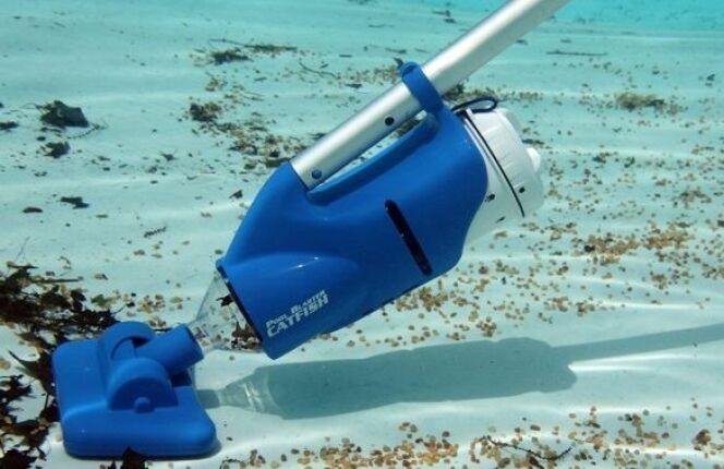 """Les aspirateurs à batterie pour piscine<span class=""""normal italic petit"""">© Catfish</span>"""