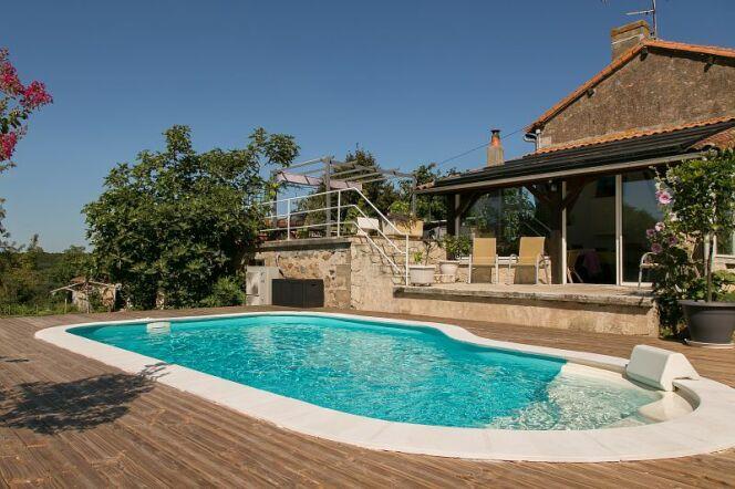 """Construire sa piscine Waterair en automne peut avoir de nombreux avantages.<span class=""""normal italic petit"""">© Piscines Waterair</span>"""
