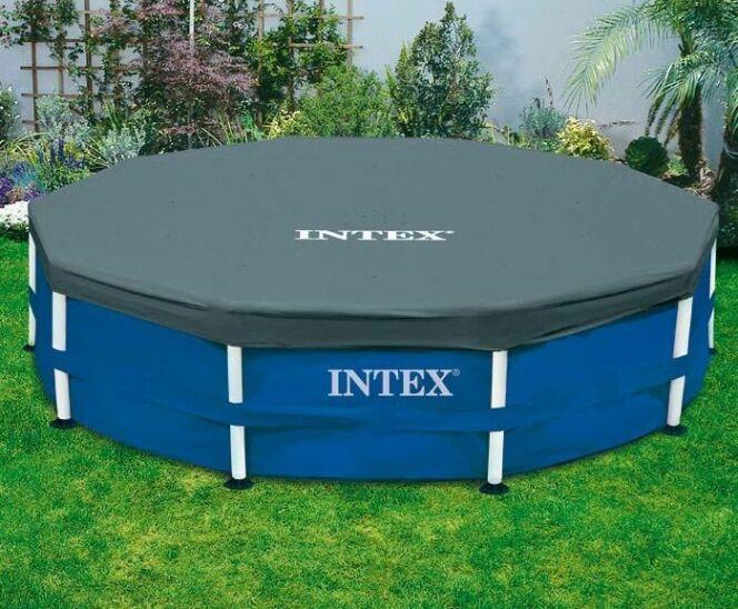 """Les bâches pour piscine tubulaire - Disponibles chez Intex<span class=""""normal italic petit"""">© Intex</span>"""