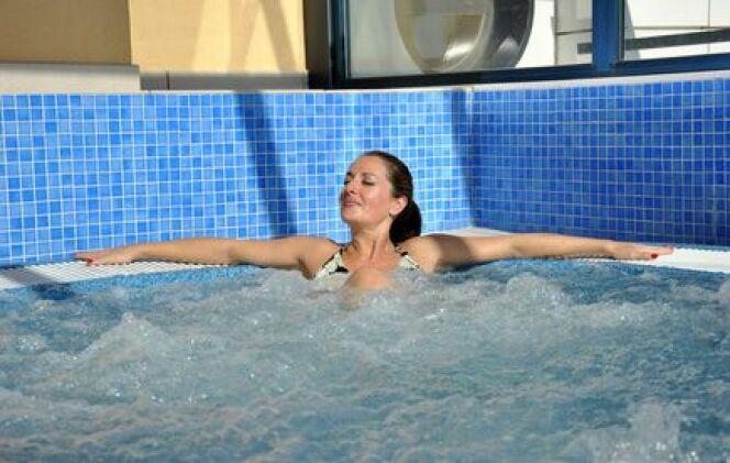 "Les bains bouillonnants<span class=""normal italic petit"">© Fotolia_56616874_XS</span>"