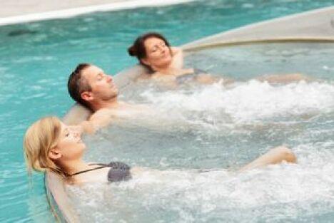 """Les bienfaits des massages sous l'eau<span class=""""normal italic petit"""">DR</span>"""