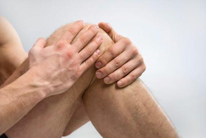 """Les blessures au genou chez le nageur<span class=""""normal italic petit"""">© crosstudio - Thinkstock</span>"""