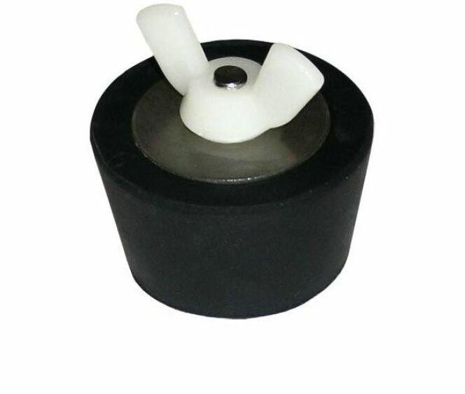 """Les bouchons d'hivernage permettent de mettre l'ensemble des canalisations de votre piscine hors gel. <span class=""""normal italic petit"""">DR</span>"""