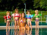 Les bouées-brassards : plus de sécurité pour les petits dans l'eau.