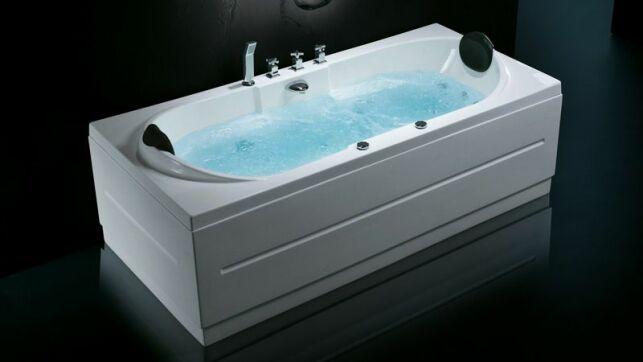 Les branchements électriques de sa baignoire balnéo doivent respecter des normes strictes. Si vous n'êtes pas qualifié pour le faire, faites appel à un professionnel.